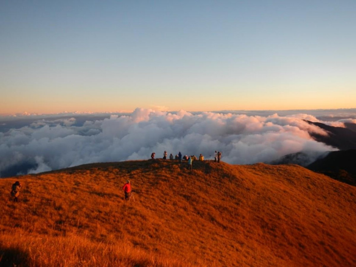 mt pulag Mount pulag (or mount pulog) is the third highest mountain in the philippines it is luzon's highest peak at 9,587 ft (2,922 meters above sea level) the borders.